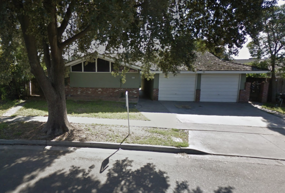 Picture of duplex for sale, 2915-2917 N. Pleasant Ave., Fresno. Red brick on lower part of property. Green stucco on upper half. White trim. Two 1-car garages facing the street.